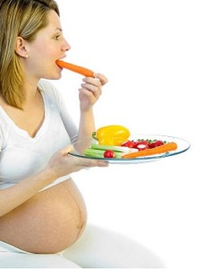 pregnant-women-eating